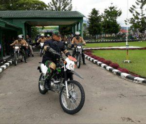 Panglima TNI dan rombongan saat akan menjajal jalan Batas Batu-Mumugu