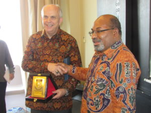 Gubernur Lukas saat bersama Duta Besar Amerika Serikat untuk Indonesia Joseph R Donovan Jr
