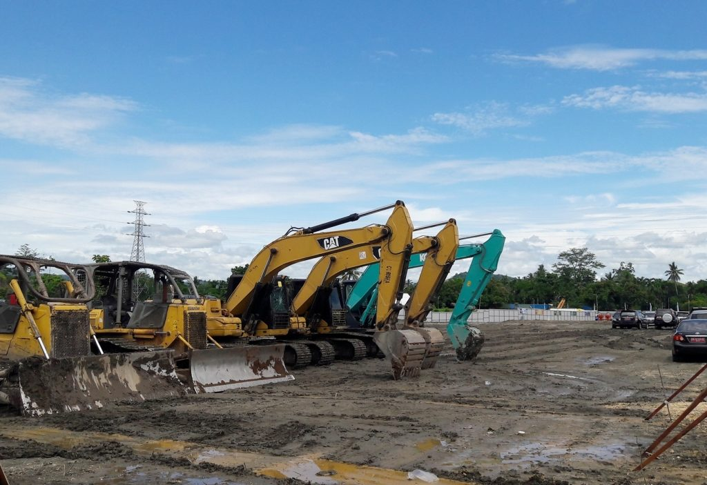 Sejumlah Alat Berat disiapkan untuk mendukung pembangunan stadion utama PON Papua 2020